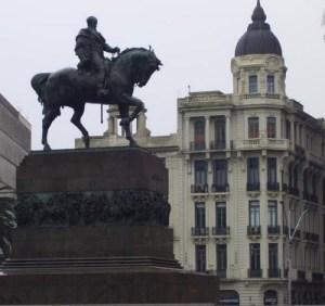 Monumento a José Gervasio Artigas en Montevideo. Artigas fue uno de los primeros defensores del unionismo hispanoamericano.