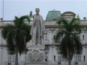 Primera estatua erigida a José Martí (1905), obra del escultor José Vilalta Saavedra, en el Parque Central de la Habana