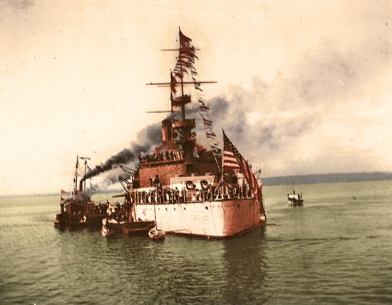 El barco norteamericano USS Wisconsin arriba a Panamá (entonces Colombia) el 30 de septiembre de 1902. Estados Unidos apoyó la separación de Panamá del resto de Colombia para poder apoderarse del istmo y construir el canal según sus intereses.