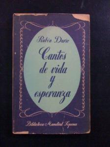 """""""Cantos de vida y esperanza"""", de Rubén Darío, en la primera edición de Sopena (Buenos Aires, 1947)."""