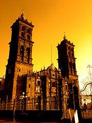 Catedral de Puebla, construida en la América española, de 1575 a 1649. Situada en el centro histórico de la ciudad, declarado patrimonio de la humanidad, es uno de los monumentos más importantes del arte novohispano.