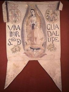 """Estandarte de la Virgen de Guadalupe, llamada por los católicos """"Reina de México y emperatriz de América"""""""
